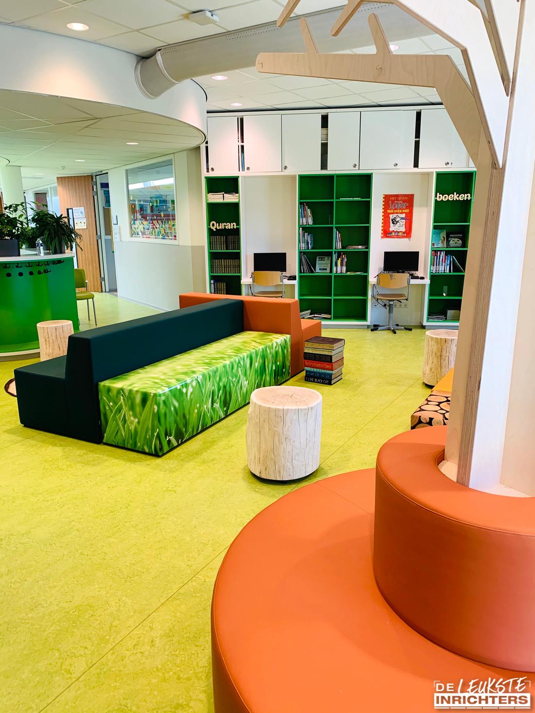 An Noer inrichting bibliotheek zitelement gras