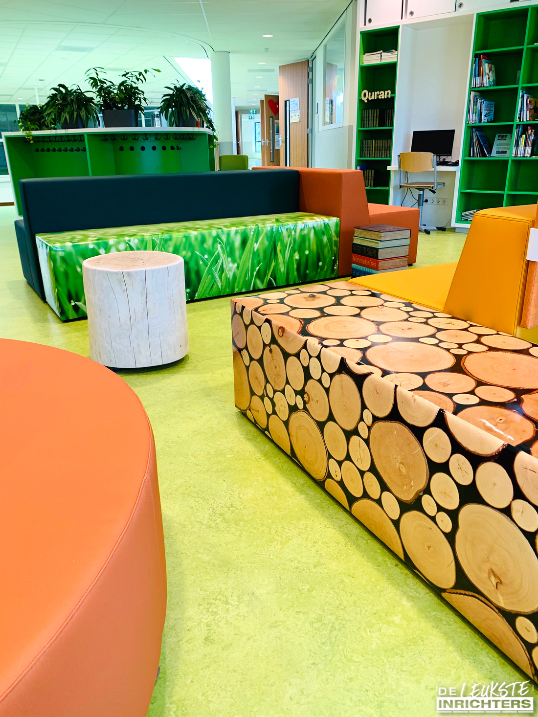 An Noer inrichting bibliotheek zitelement boomstam