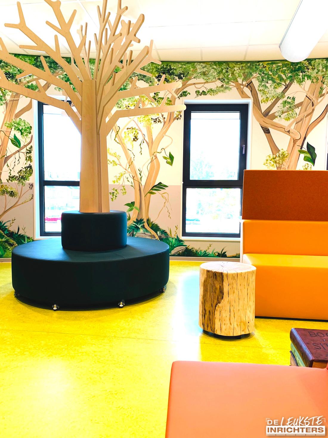 An Noer inrichting bibliotheek zitelement boombank