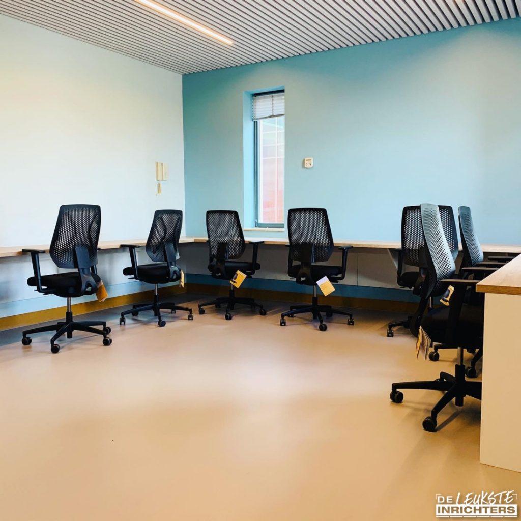 Personeelskamer Haarlemmermeerlyceum ontwerp en realisatie stilte werkruimte