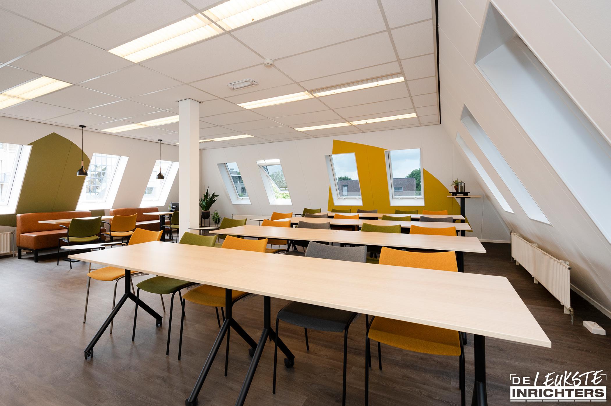 Stichting Logos Leerdam multifunctionele vergaderruimte college opstelling